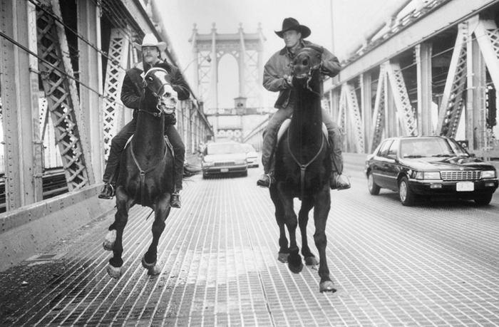 """Хороший фильм из 90-х: """"У ковбоев так принято"""" / """"The Cowboy Way"""" (1994) Кифер Сазерленд, Вуди Харрельсон, Комедия, Ковбои, США, Боевики, Бадди муви, Длиннопост"""