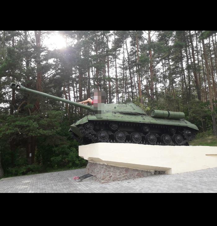 Помогите опознать место. Танки, Фото на тапок, Памятник Советским воинам, Лига детективов