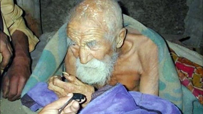 184-х летний Махашта Мураси. Долгожитель, Индия, Варанаси, Самый старый человек
