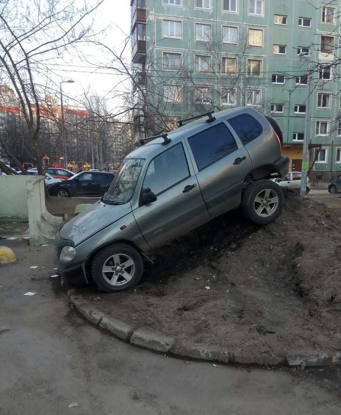 Интересный способ парковки Интересное, Непознанное, Парковка, Нива, Быдло на дорогах