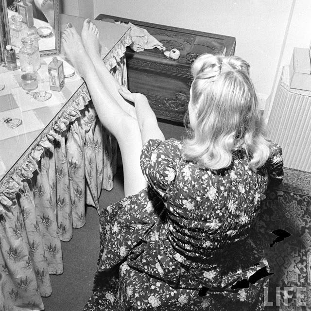 Женская мода 1940-х годов: жидкие чулки во времена тотального дефицита. История, Чулки, Мода, Длиннопост