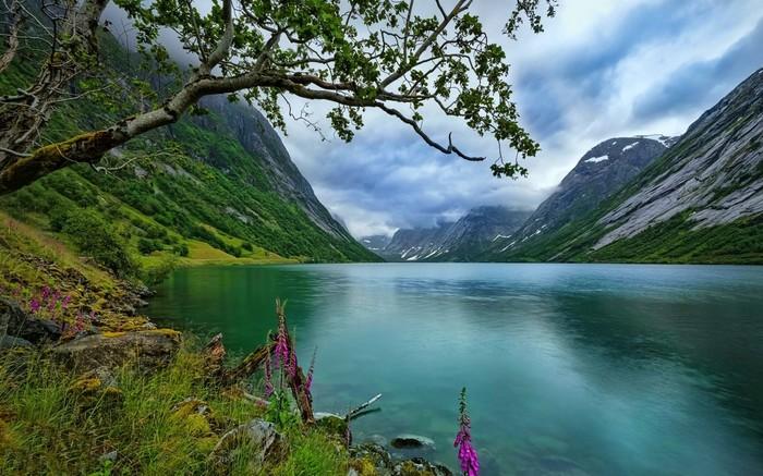 Озеро в Норвегии