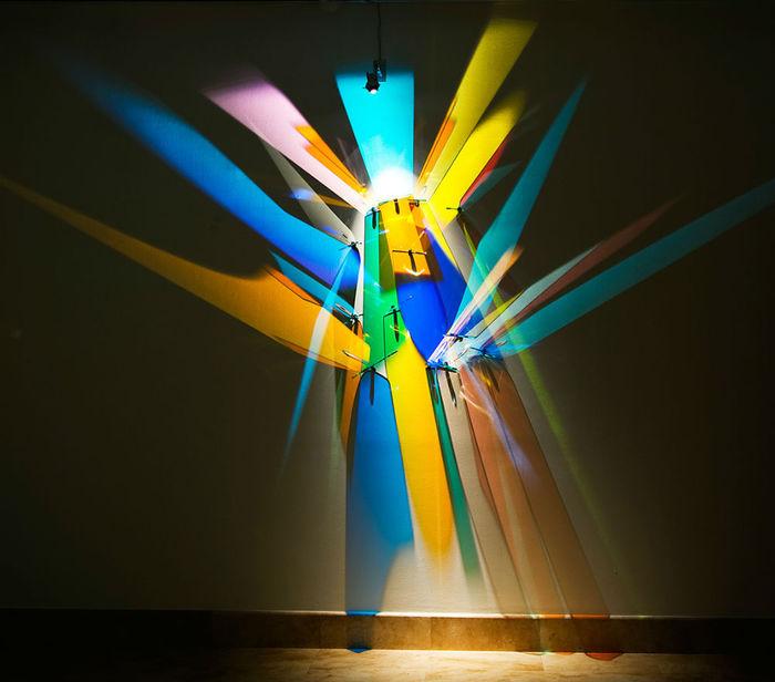 Призматические картины, выполненныеСтивеном Кнаппом с помощью техники преломления света .