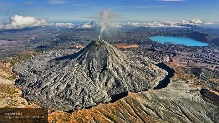 Вулкан Ключевской на Камчатке выбросил столб пепла на высоту 5,5 километра Вулкан, Камчатка, Природа