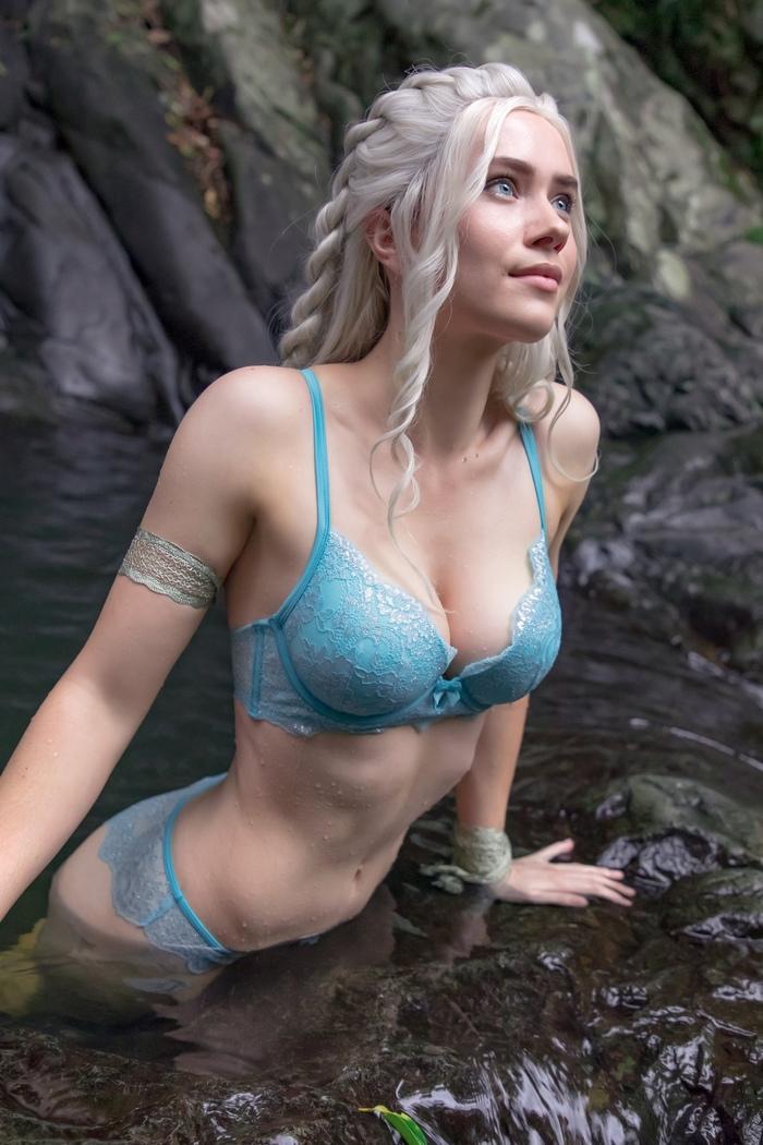 В голубом Красивая девушка, Вода, Белье
