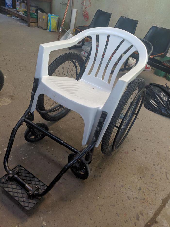Инвалидная коляска одной из бразильских больниц. Благотворительность, Инвалид, Бразилия