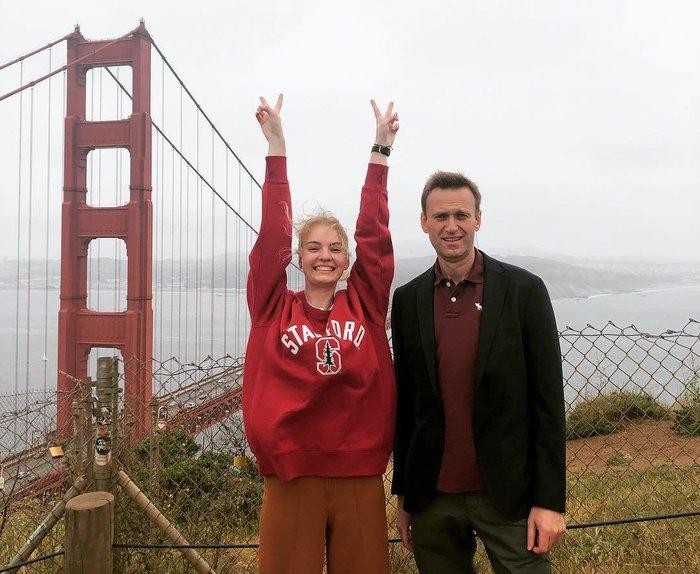 Девочка из  малообеспеченной семьи на фоне крымского моста Алексей Навальный, Политика, Шутки за триста, Длиннопост