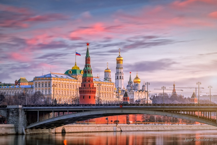 Рассвет над Московским кремлем
