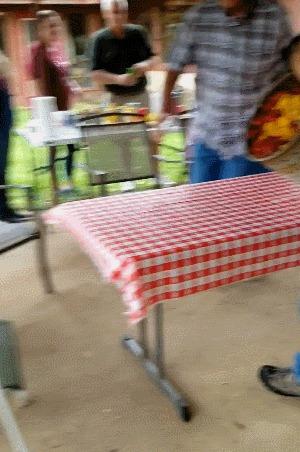 Когда стол становится одной большой тарелкой