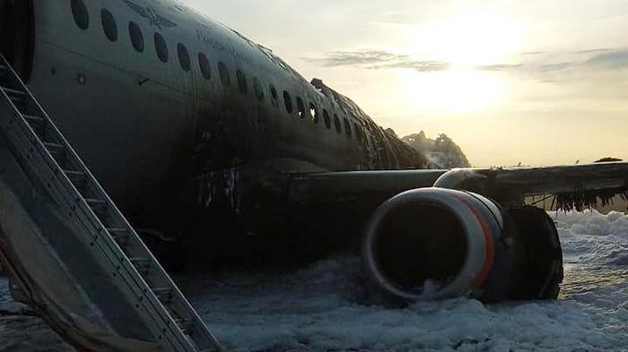 Стюардесса сгоревшего SSJ-100 рассказала о действиях пассажиров Без рейтинга, Авиакатастрофа, Самолет, Негатив, Пожар