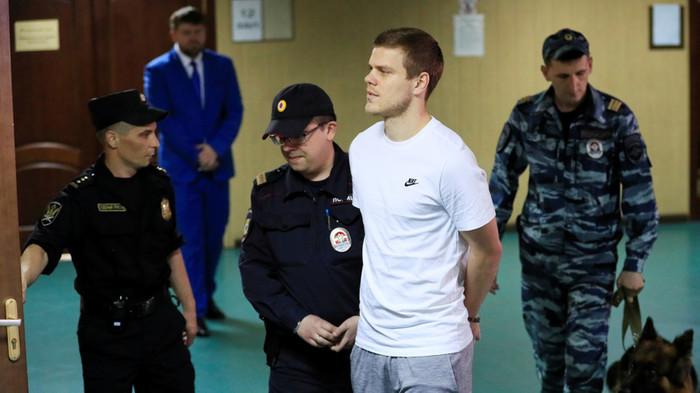 """Гарик """"бульдог"""" Харламов конвоирует Кокорина!"""