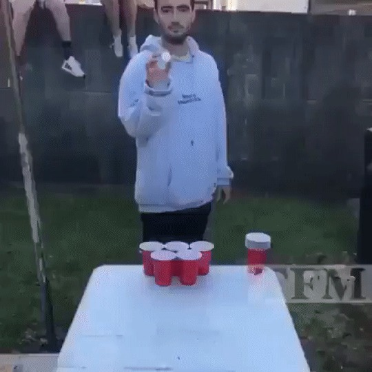 Пив-понг во дворе