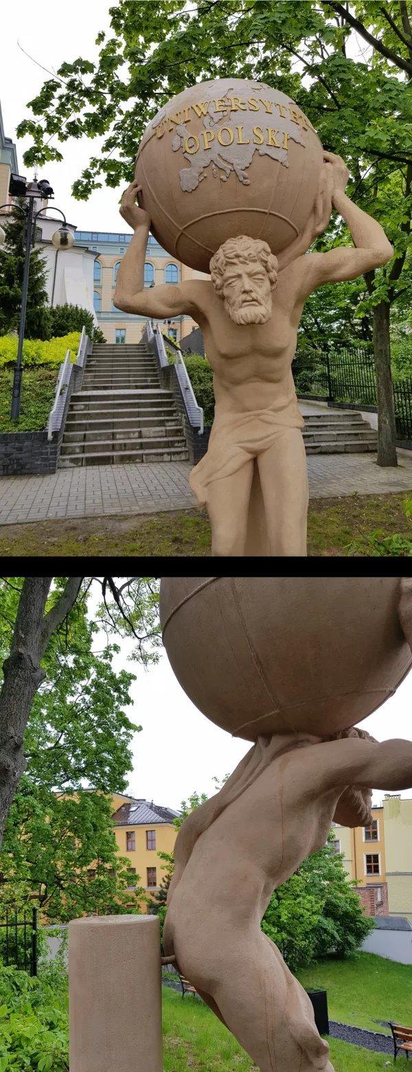 Скульптура перед университетом в Ополе, Польша Польша, Скульптура, Фотография, Длиннопост, Жизньболь
