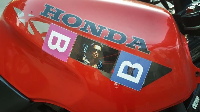 Прокачивай свой моцык правильно Honda, Мотоциклы, Арнольд Шварценеггер, Терминатор, Наклейка