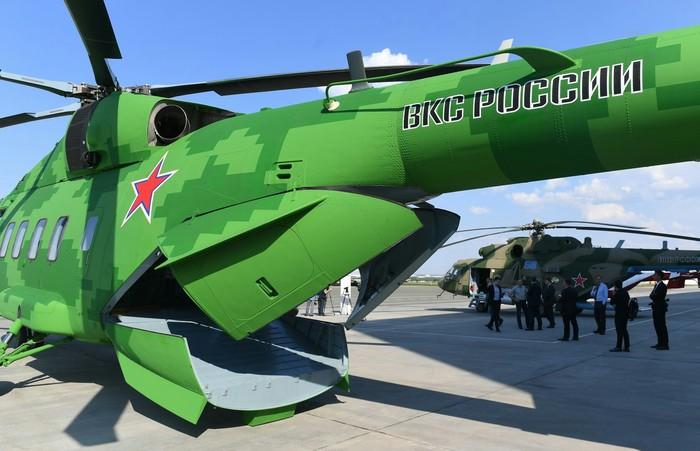 Вертолёты Ми-38Т, Ми-8МТВ-5-1 и «Ансат-медицина» на площадке осмотра авиационной техники КАЗ имени С. П. Горбунова. Вертолет, Вертолеты России, Ми-8, Ми-38, Ансат, Фотография, Длиннопост