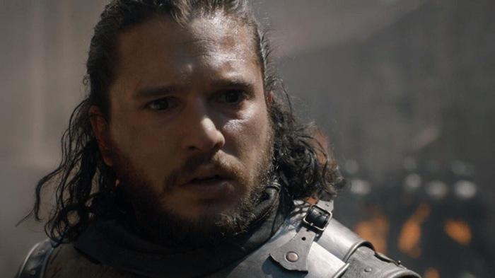Джон наблюдает, как дракон уничтожает весь город в деталях, в то время как ему говорят, что в бюджете нет возможности погладить Призрака