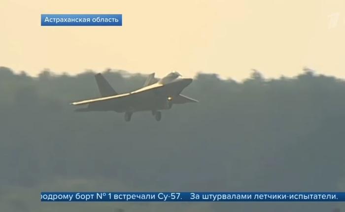 Первый канал выдал поcадку американского F-22 вместо Су-57, которые сопровождали Путина) Авиация, Самолет, Су-57, Ошибка, f-22 Raptor, Ахтубинск, Первый канал, Длиннопост