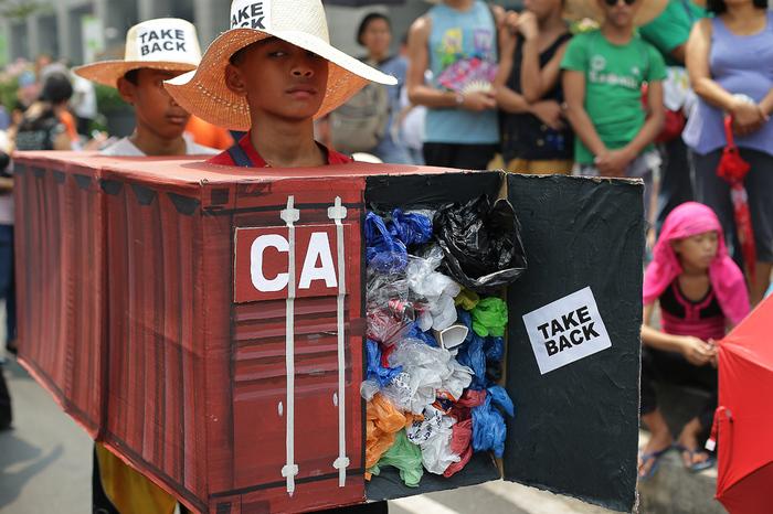 Контрабанда мусора привела к дипломатическому скандалу Филиппины, Канада, Политика, Мусор