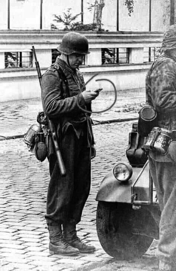 Немецкие разработки в области мобильной связи времен Второй Мировой Войны Оружие, Солдаты, Мобильные телефоны, Юмор