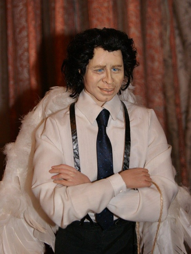 Кукольная детективная история. Ну или история как одна кукла меня преследует. Выставка, Реальная история из жизни, Портретная кукла, Своими руками, Детективные истории, Джон Траволта, Длиннопост