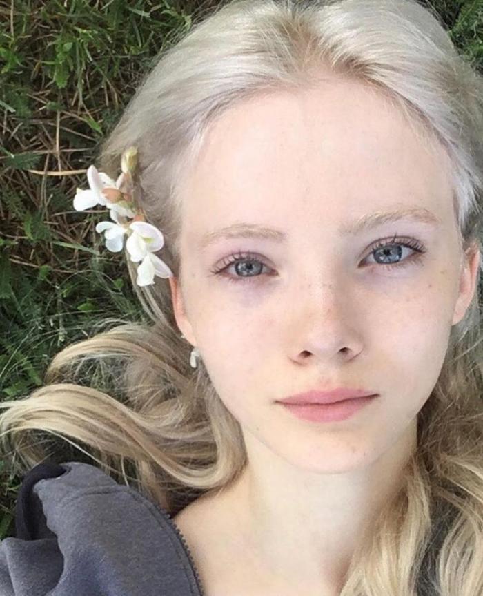 На Реддите всплыла слитая в сеть фотография актрисы, исполняющей роль Цири в Нетфликсовой экранизации приключений Ведьмака-Кавилла.