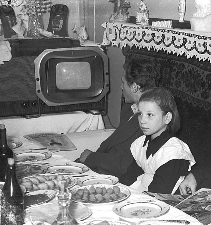Ретро фото. Советское застолье. Колоризация Колоризация, Старое фото, СССР, Photoshop