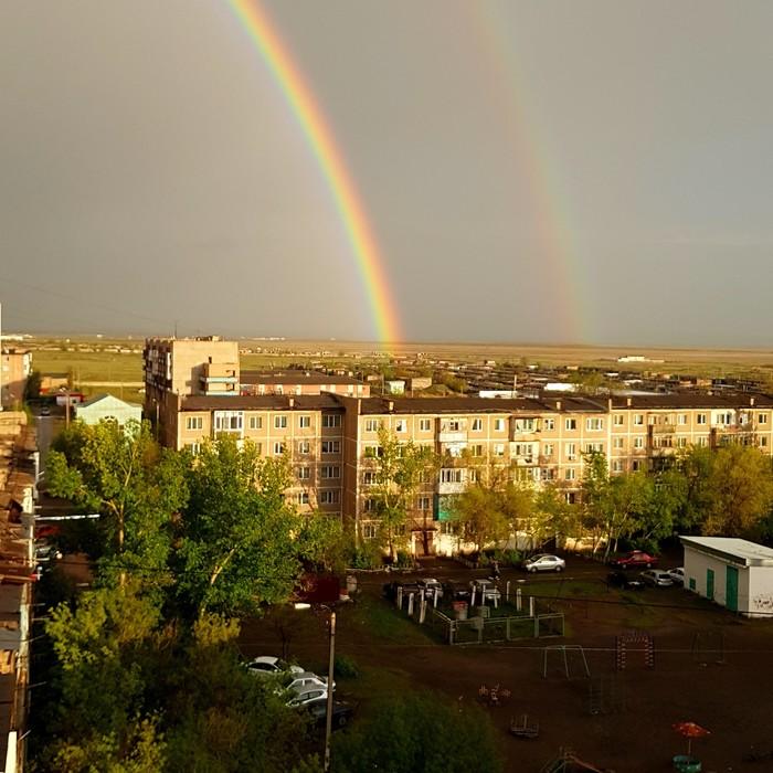 А из нашего окна двойная радуга видна