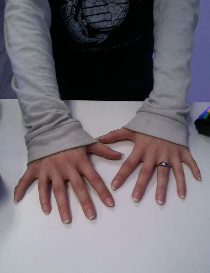 """""""У этой девушки по шесть пальцев"""""""