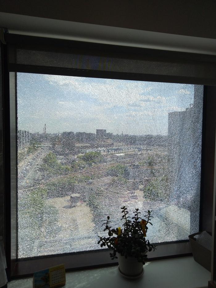Внезапно лопнуло стекло... Место происшествия, Странности, Безопасность