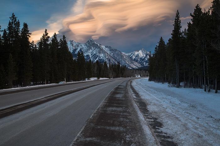 Облака над канадcкими горами. Облака, Горы, Альберта, Канада, Фотография