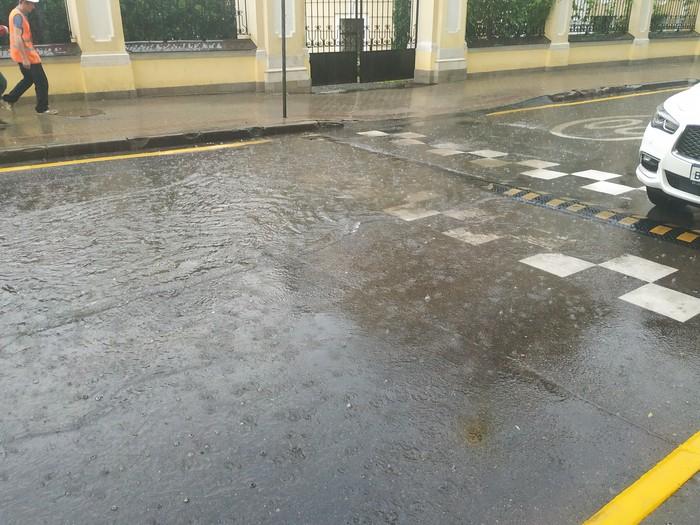 Дождь в москве Фото на тапок, Дождь, Москва, Длиннопост