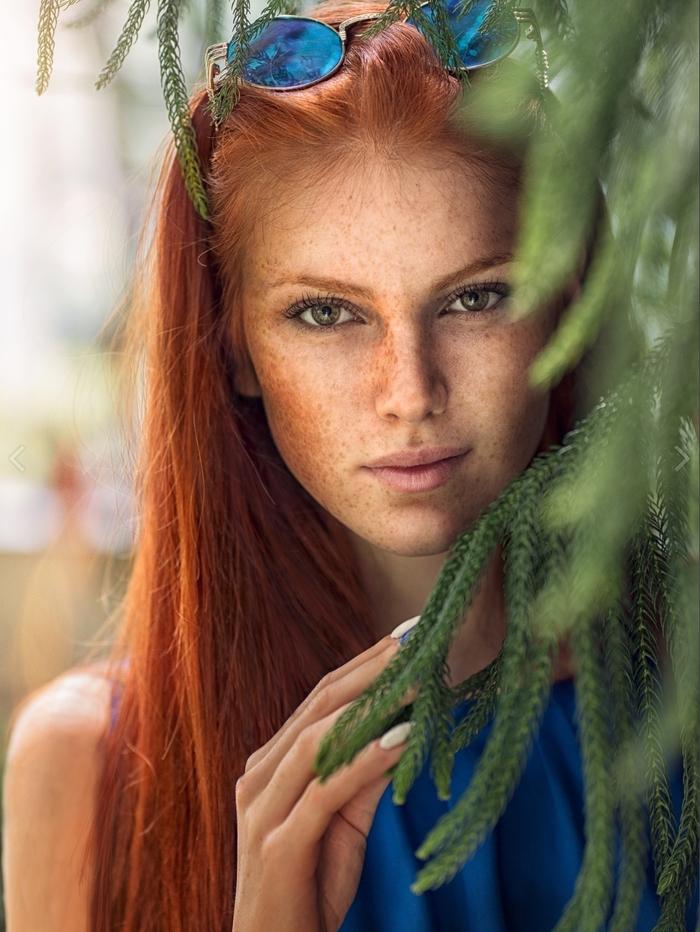 Девушка за листвой Красивая девушка, Листва, Девушки, Рыжие, Фотография