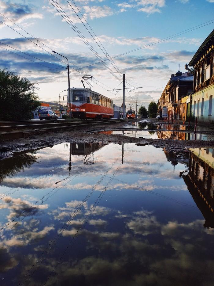 Зазеркалье Мобильная фотография, Xiaomi, Трамвай, Лужа, Грязь, Омск