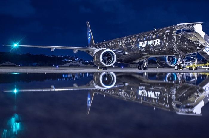"""Красивое фото авиалайнера Embraer E195-E2 """"Tech Lion"""""""