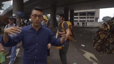 Когда только присоединился к друзьям. Гонконг, Протест, Журналисты, Репортаж, Протестующие, Сиз, Вещи, Компьютерные игры, Гифка