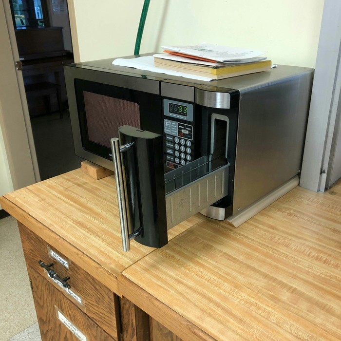 Микроволновка со встроенным тостером