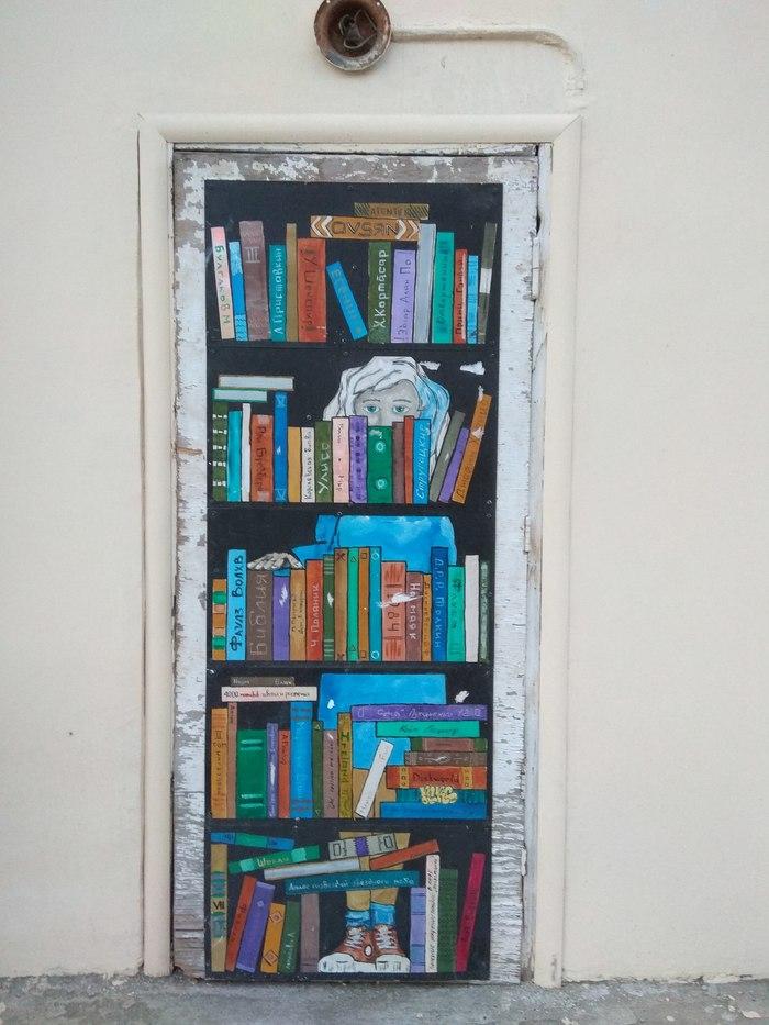 Граффити (так же как и стрит-арт) должны украшать стены, а не уродовать их #100 Граффити, Стрит-Арт, Уличная живопись, Книжная полка, Фотография, Дверь