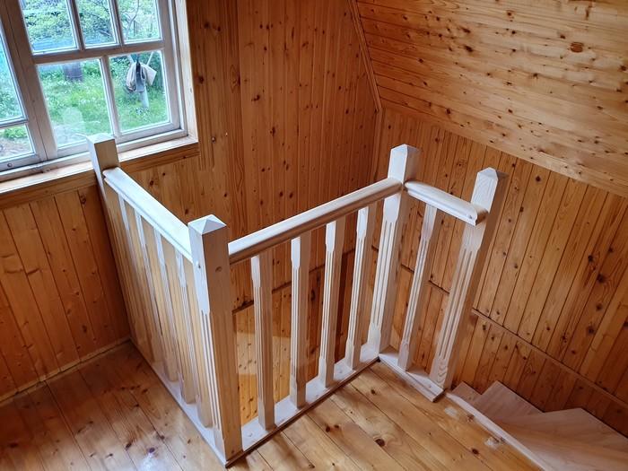 Сосновая лестница на даче
