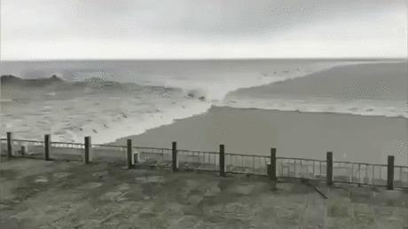Волны Франция, Волна, Неожиданно, Гифка