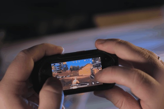 Когда дал батепогонять свой смартфон с 3.5 дюймовым экраном