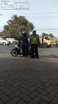 Полиция в Индонезии настолько суровая...