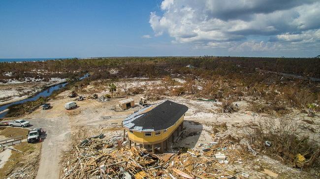 Деревянные круглые дома Deltec опять устояли под натиском урагана 5-й категории Багамы, Ураган, Круглый дом, Жилой дом, Архитектура