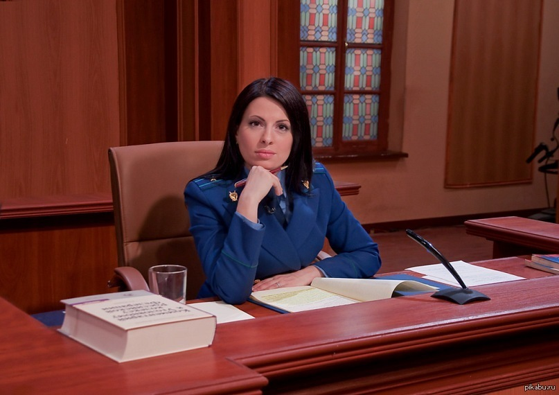 Молодая юристка начинающий адвокат