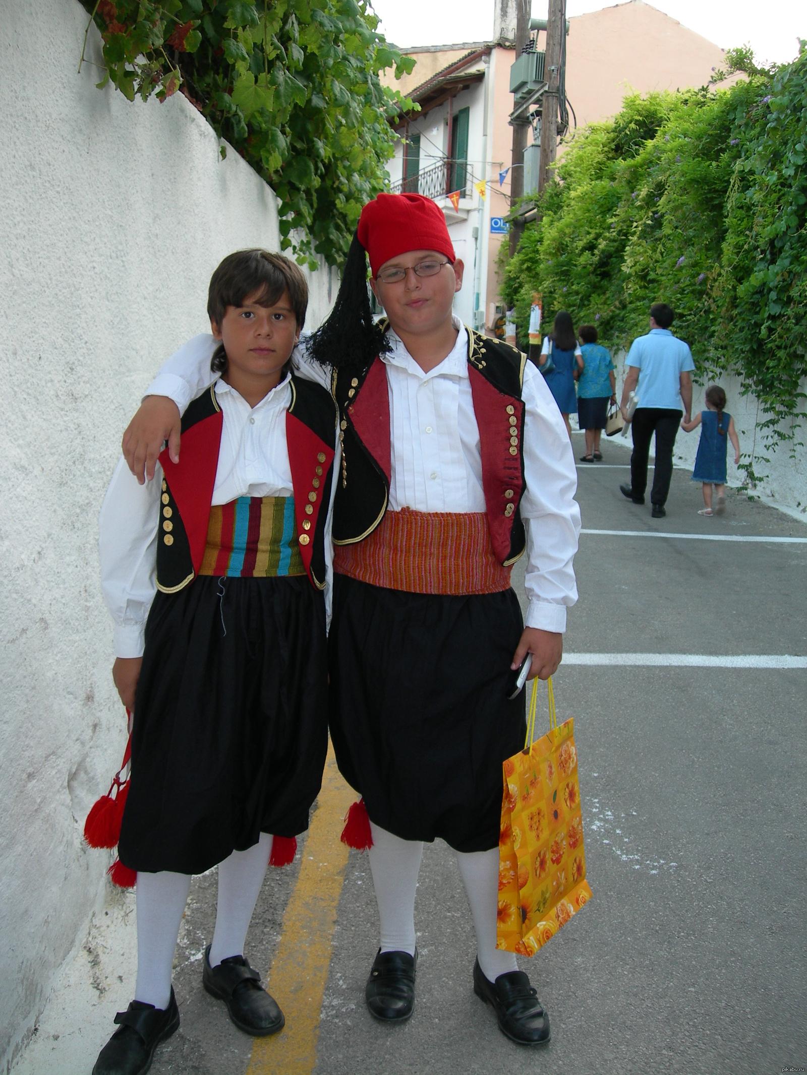 Национальная одежда греков фото