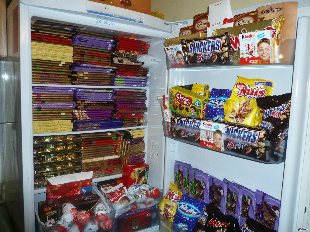 также холодильник с конфетами картинки материала можно