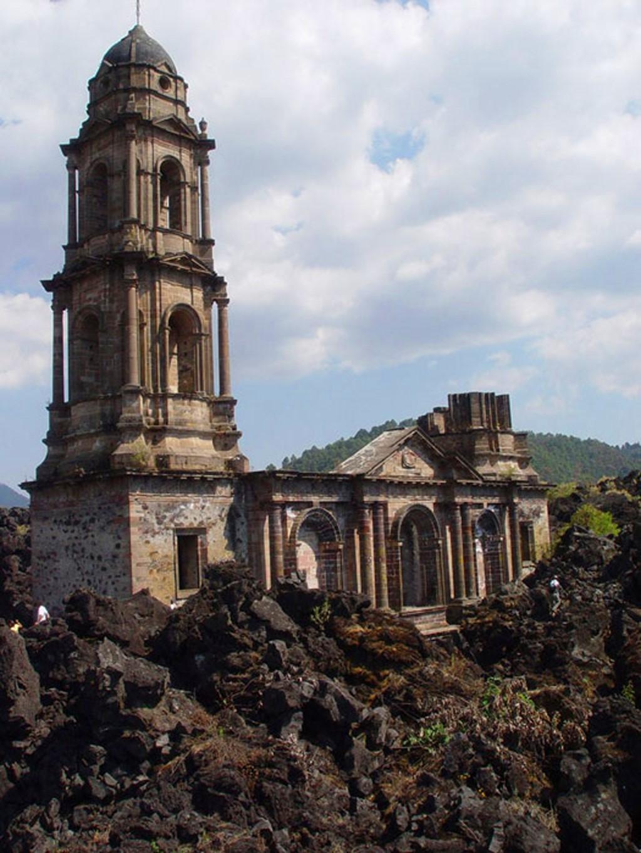 Мексика, Сан–Хуан–Парангарикутиро: Церковь, застывшая в лаве