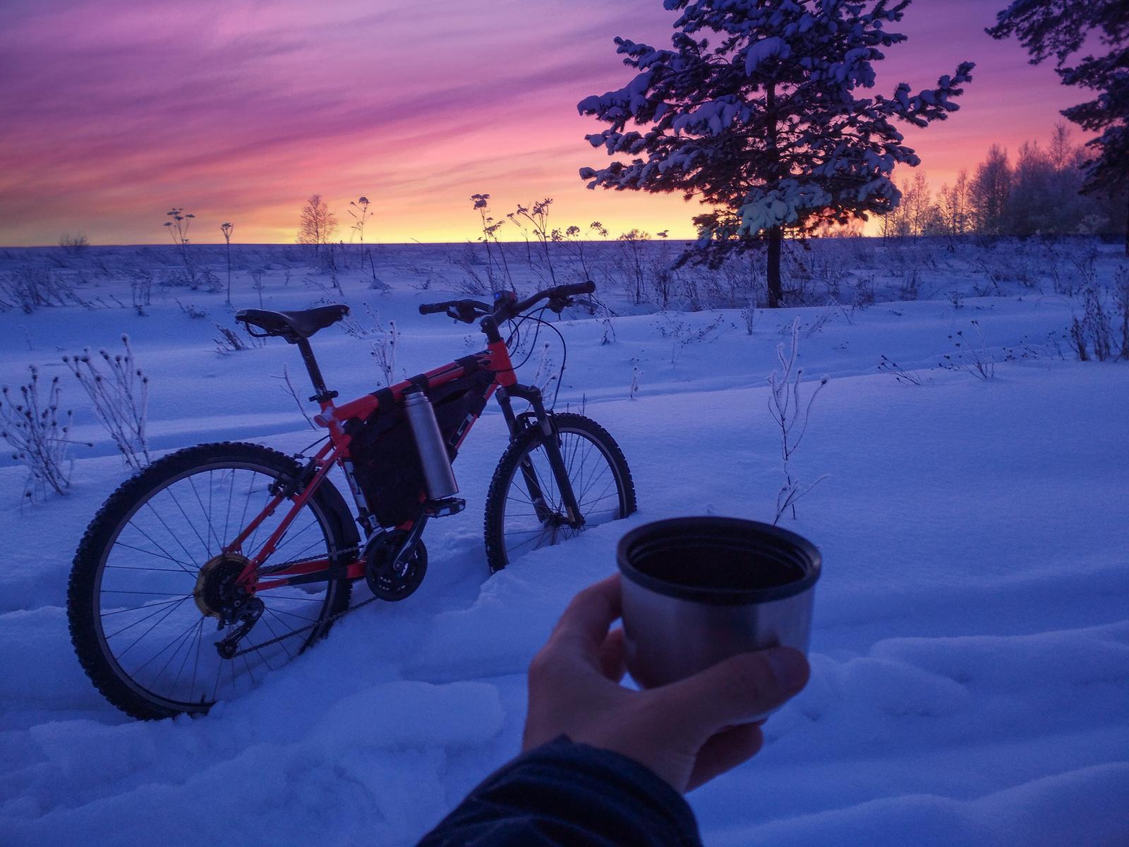 женщина картинка велосипед и зима одной, другой стороны
