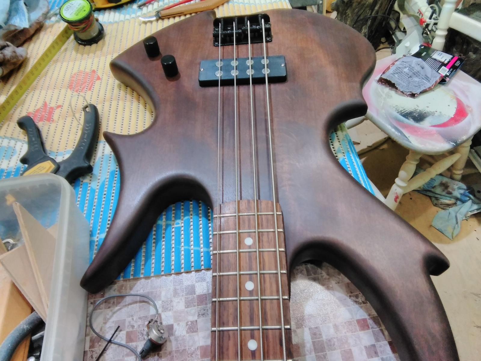 Бас-гитара своими руками только, сделано, Собственно, самый, просто, оклеил, сообщества, впервые, непросто, этого, успокоила, смысла, совершенно, поверхность, полуглянцевая, электричество, полуматовая, рассказывать, может, обычно