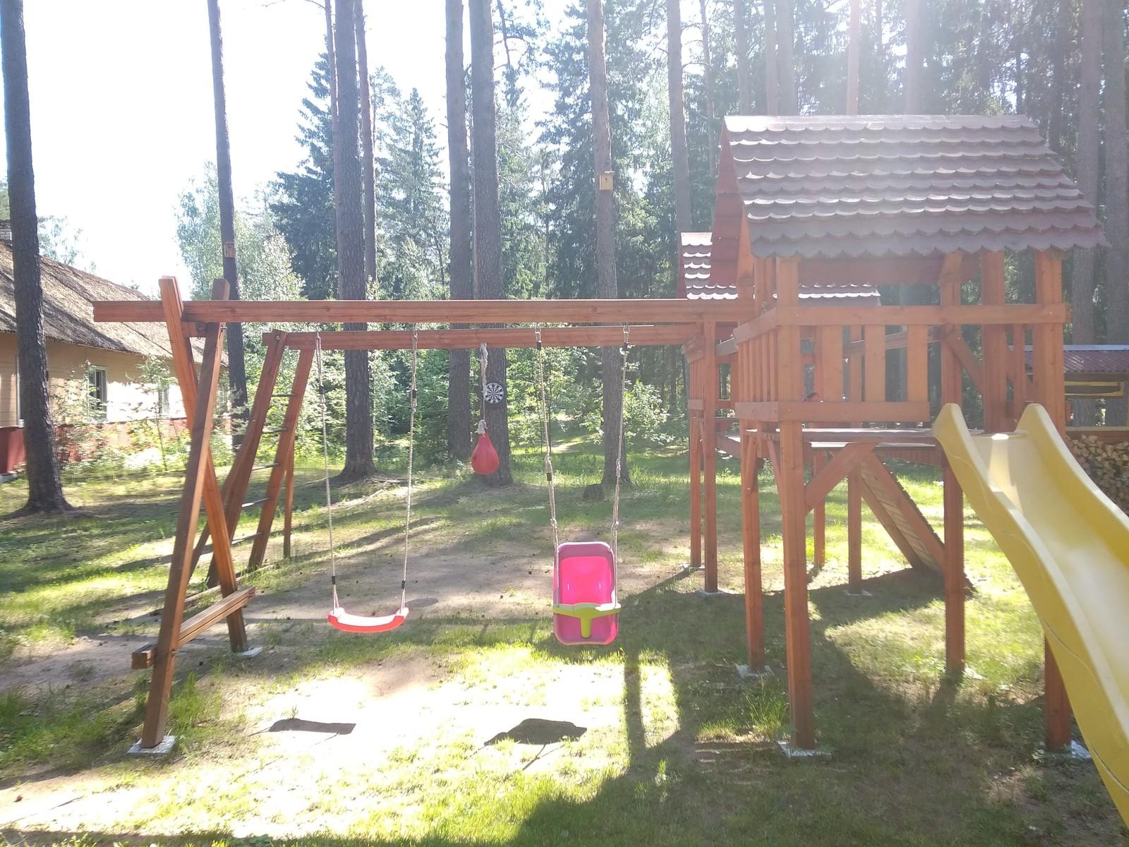 Машинка из дерева для детской площадки своим руками