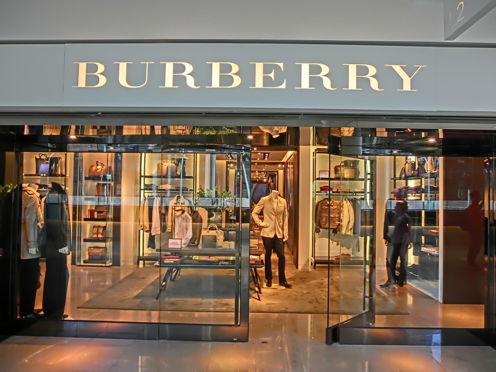 Burberry сожгла одежды более чем на  36 млн dd1232dbe41